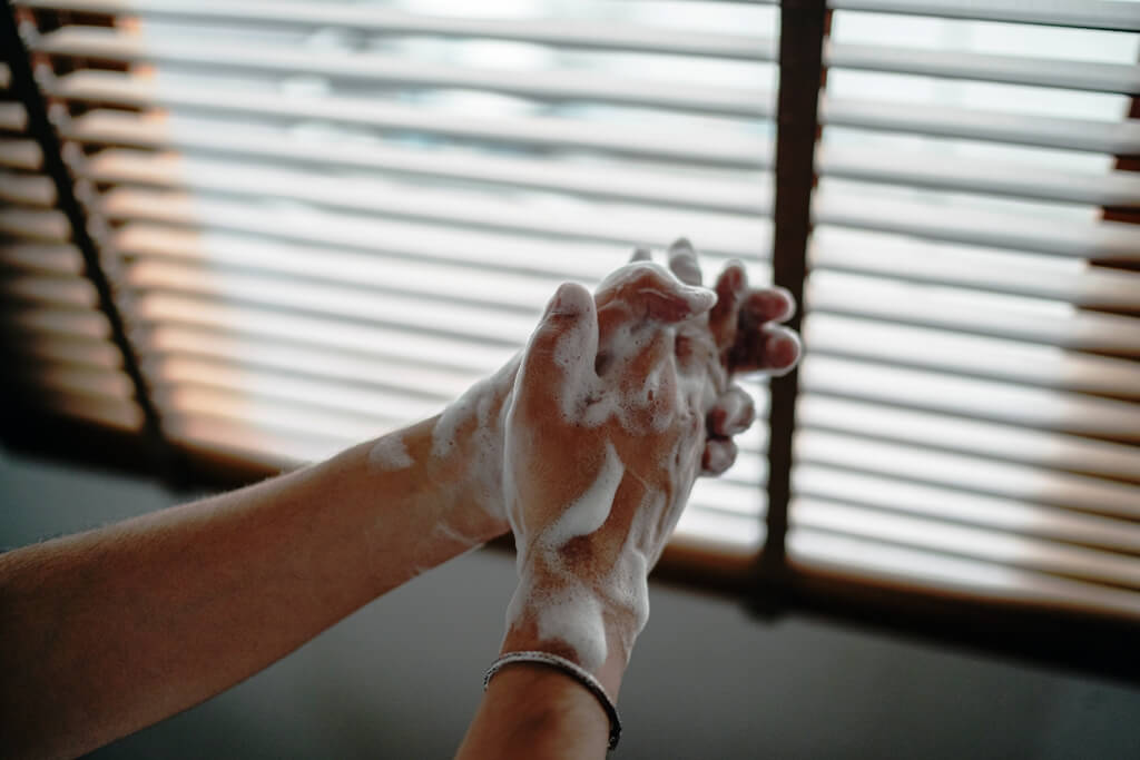 show introductions how can sanitiser hands properly